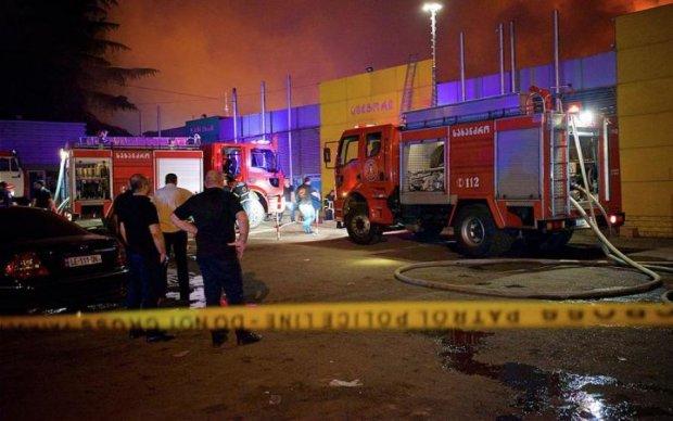 Пекельне полум'я охопило популярний готель: кадри моторошної пожежі