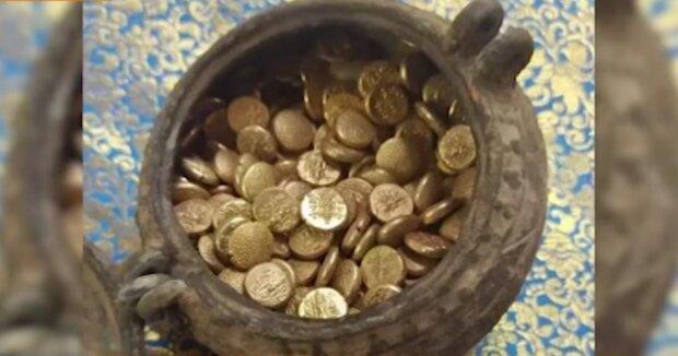 золотые монеты, кадр из видео