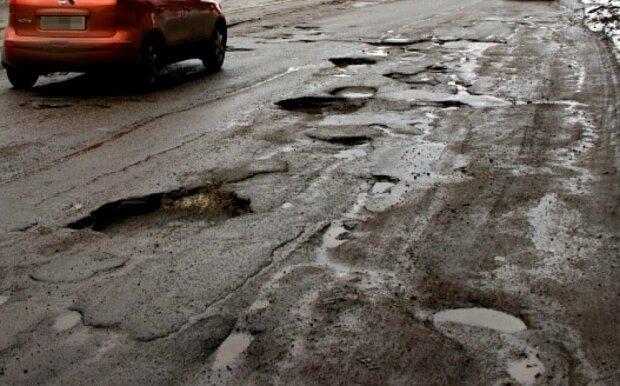 Днепрянки показали дорогам Гройсмана упругие пятые точки: осторожно, видео 18+