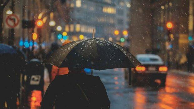 Ивано-Франковск заполонят мокрые зонты 22 февраля