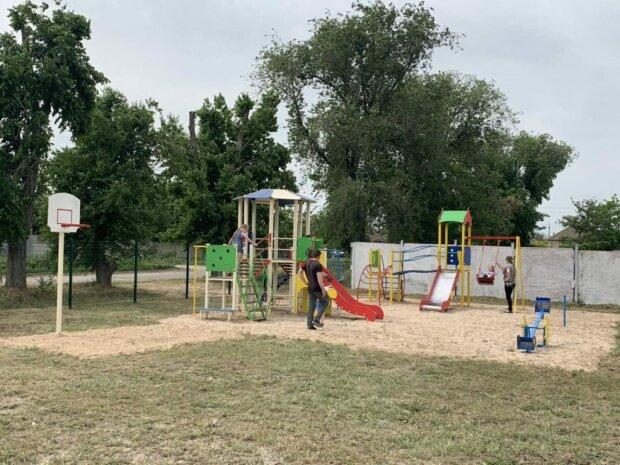 """""""Мамочка, я тоже хочу играть"""": в Одессе заработала инклюзивная площадка для особенных детей"""