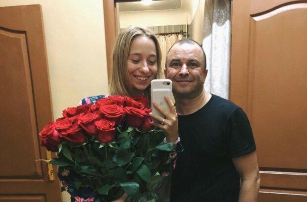 """Віктор Павлік розсекретив деталі майбутнього весілля з молоденькою коханою: """"Знала, на що йде"""""""
