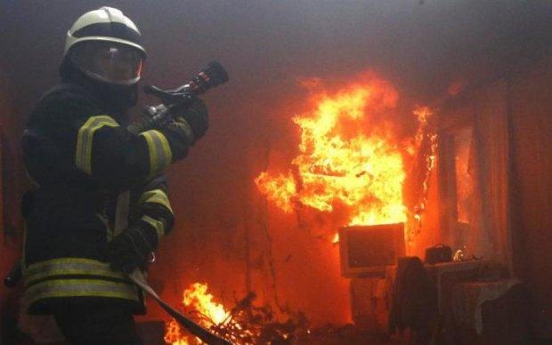 У Києві спалахнув інститут, в будівлі знаходилися люди