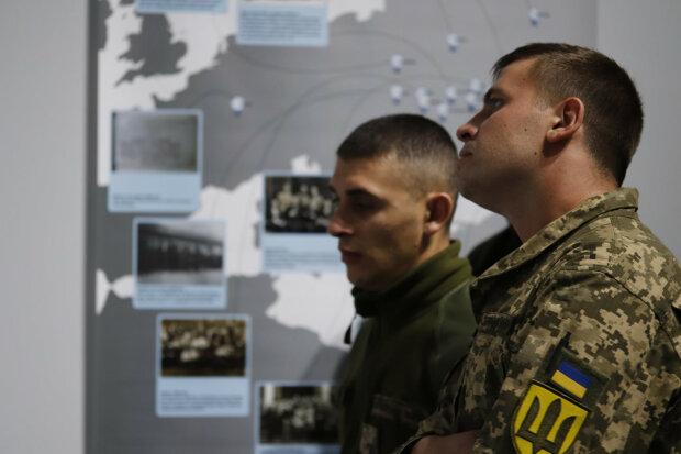 Мазепа, Петлюра і Бандера з'явилися в Facebook: про що могли б писати у мережі великі українці