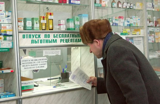 Пенсіонер в аптеці