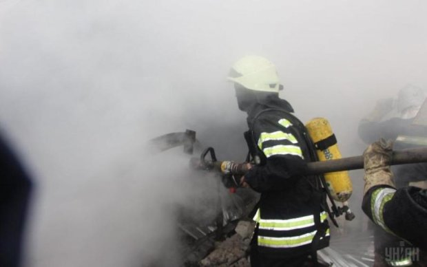 Киевлян напугал столб черного дыма в районе завода Антонов