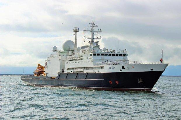 Корабль Путина протаранил мост: такого позора мир еще не видел