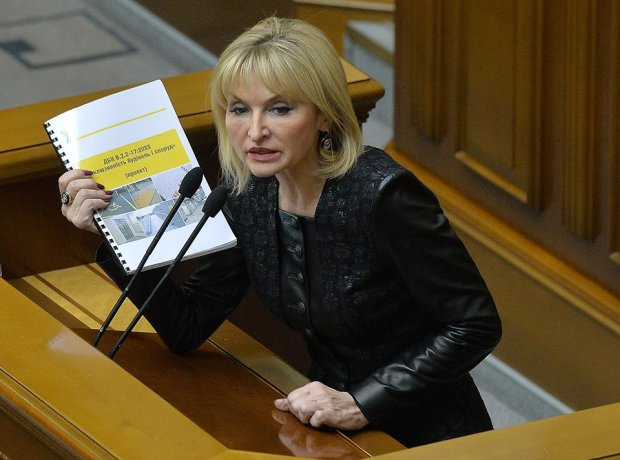 """Депутатський """"тюнінг"""" Ірини Луценко: дружина Генпрокурора змінила обличчя, упізнати можна тільки за паспортом"""