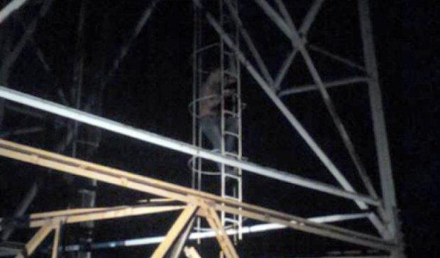 На Хмельниччині чоловік хотів стрибнути з вишки мобільного зв'язку