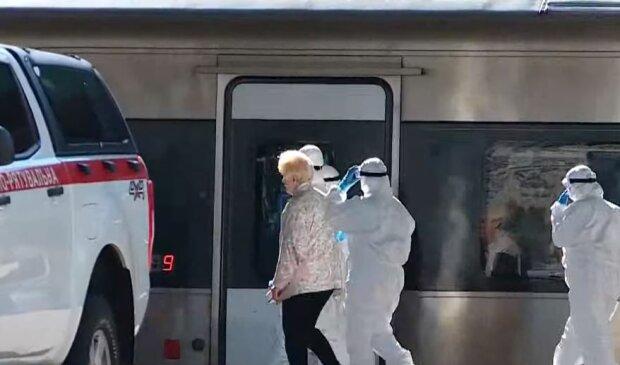 Поїзд з евакуйованими українцями, фото YouTube