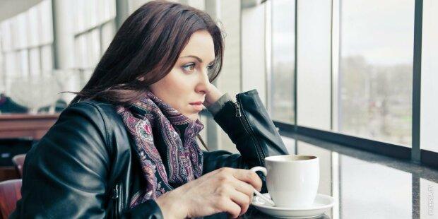 Самотня жінка, фото з вільних джерел
