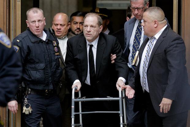 Харви Вайнштейн в суде, фото: Seth Wenig / AP
