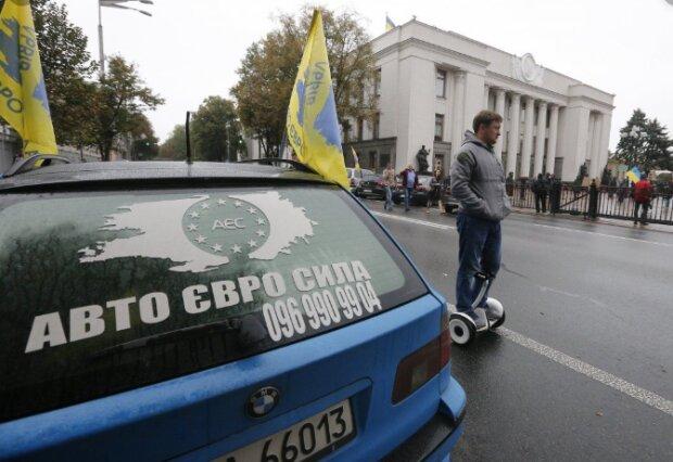 Растаможка авто на еврономерах, фото: Униан