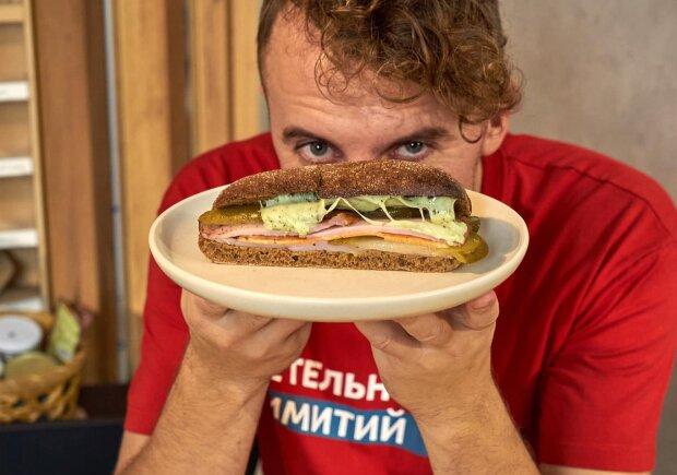 """Клопотенко поделился простым рецептом бутерброда к новогодним фильмам: """"Но у них хуже"""""""
