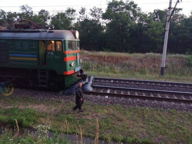 Под Днепром электричка развалилась на ходу - вагоны рассыпались, как карточный домик