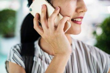 Смартфони стежать за заробітчанами по кроку: шокуючі цифри