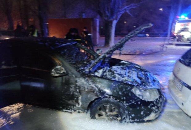 Підпал авто, фото: Нацполіція