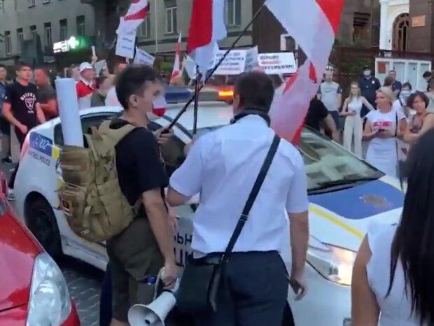 Белорусские протесты докатились до Киева - под посольством произошли столкновения с полицией