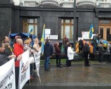 Мітинг під Адміністрацією президента