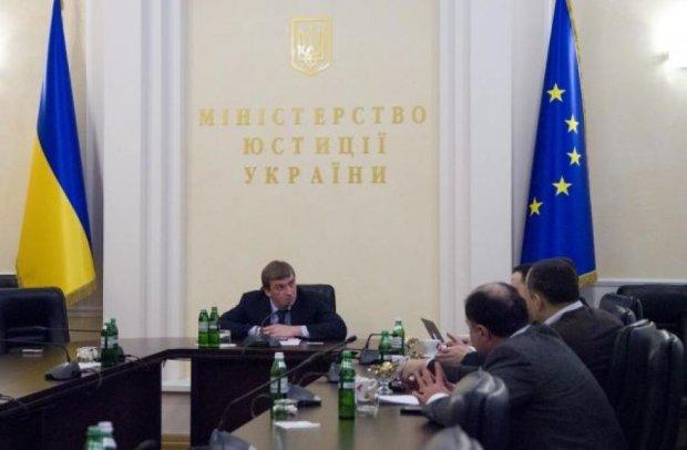 Медведчук: Здивований бездіяльністю Мін'юсту в питанні повернення в'язнів з Росії
