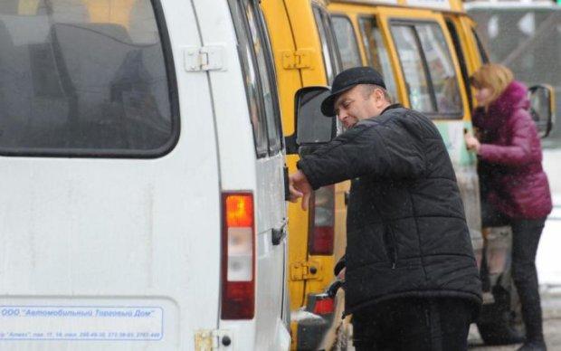 Пойди забери: дерзкий маршрутчик выкинул из окна честь АТО