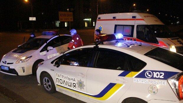 Умирал посреди дороги: в Запорожье копы нашли окровавленного мужчину, никто не помог