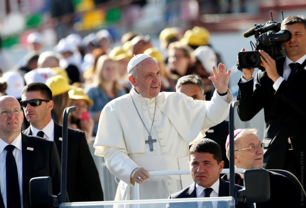 Папа Римский нарушил многовековую традицию: католики не верят своим глазам, видео шокировало мир