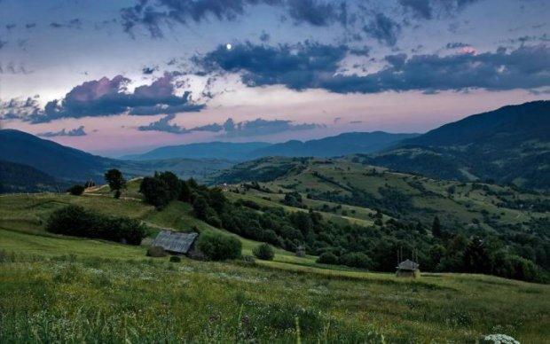 Містичні Карпати: унікальне явище в небі вразило українців