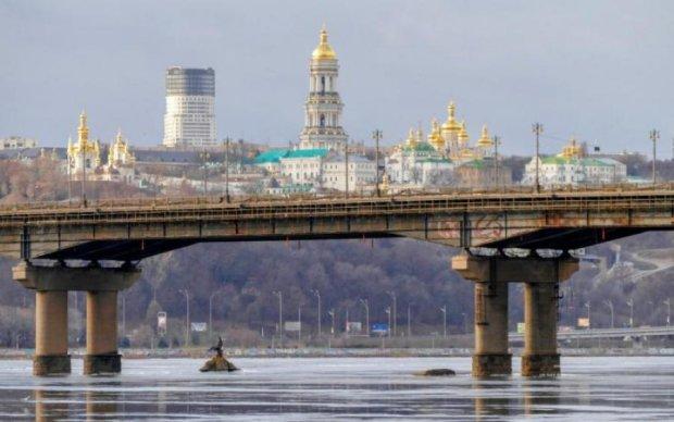 Уставший Шулявский мост в Киеве начали реконструировать: схемы объезда
