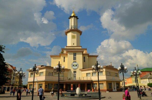 Погода в Івано-Франківську на 16 вересня: осінь влаштує українцям ігри на виживання, без теплих речей - ні кроку
