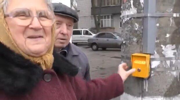 Украинцы смеются над эпичным видео торжественного открытия светофора в Конотопе: по примеру России