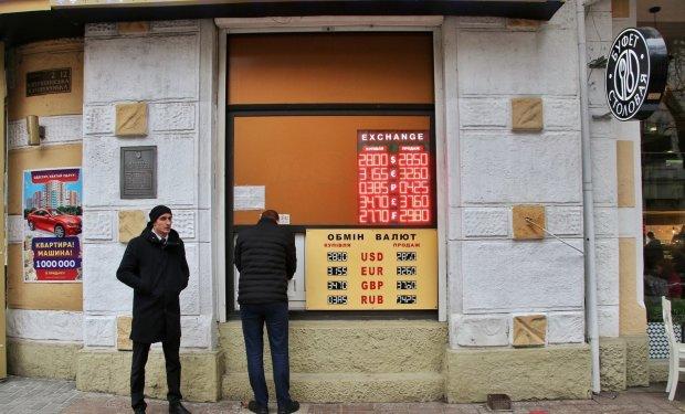Курс валют на 27 марта: гривна провалилась сквозь землю