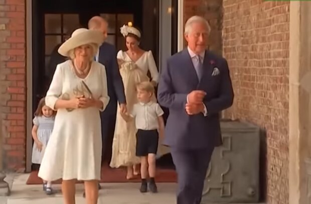 Королівська сім'я, скрін з відео