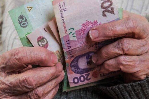 Женщины будут уходить на пенсию в 55: Зеленский внес поправки к закону 4-х летней давности