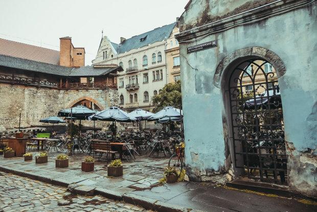 Як старі друзі: осінь влаштує тепле прощання зі Львовом 20 листопада