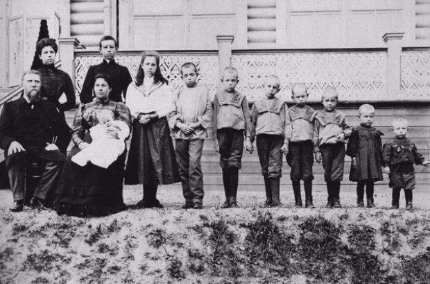 Рекорд Гіннесса з дітонародження належить російській селянці