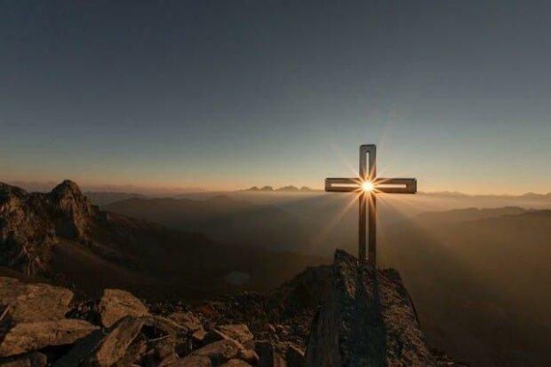 Воздвижение Креста Господня: приметы, обряды и суеверия