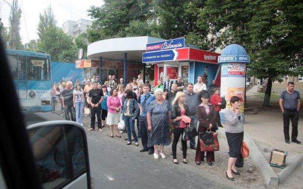 """В Одесі бидло-маршрутник публічно принизив матір з 4-ма дітьми, очевидці лютують: """"Двічі за день"""""""