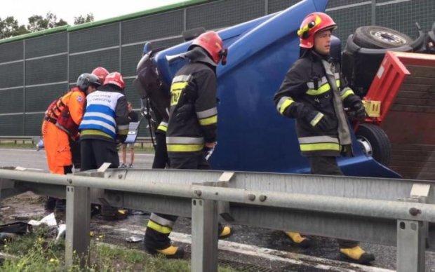 Терміново! Автобус з українцями розбився в Європі