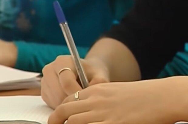 Студенты, кадр из видео