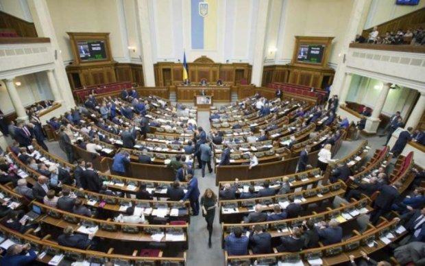 Політолог: Влада звинувачує у власній корупції опозицію