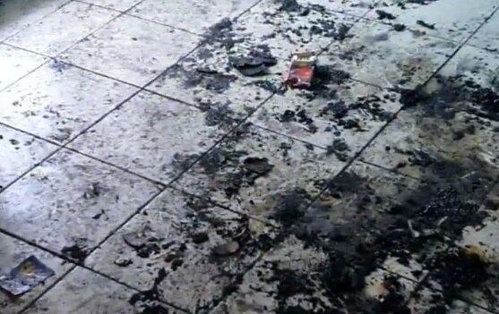 Садисти спалили живцем літнього бездомного просто в під'їзді