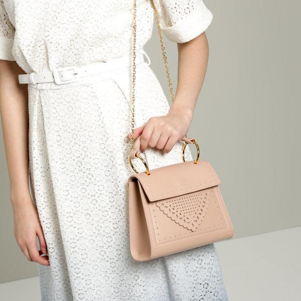 Жінка хоче пошити сумку з власної шкіри. Не поспішайте засуджувати, на те є вагомі причини