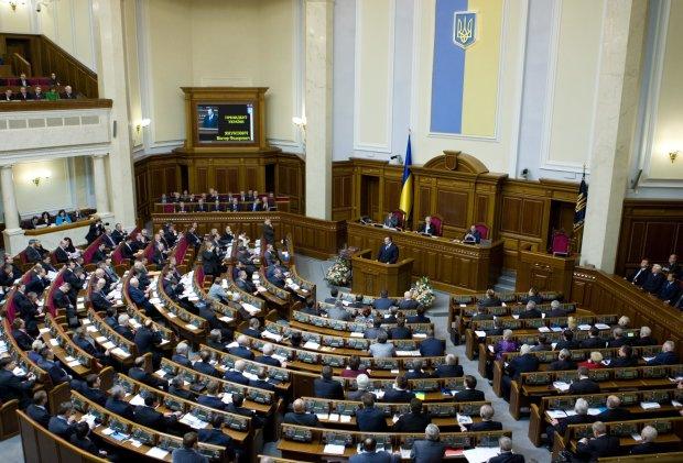 Главное за день четверга 25 апреля: языковой закон, первые отставки у Луценко и поезда на Пасху