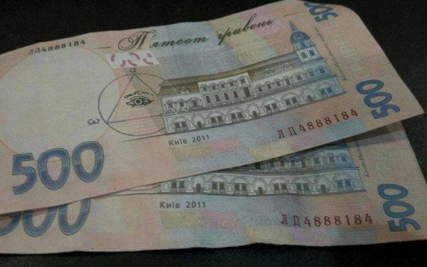 По всем фронтам: украинцев предупредили о валютных махинациях