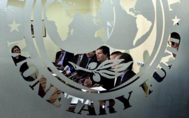 СМИ: отсрочка заседания МВФ связана с блокадой Донбасса