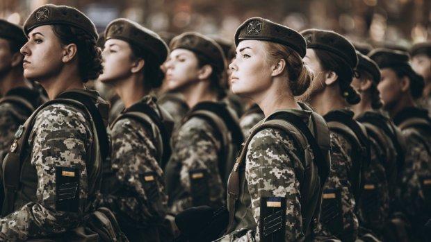 """Харьковские военкоматы атаковали """"солдаты на шпильках"""": """"Хочу в армию"""", - вот вам и слабый пол"""