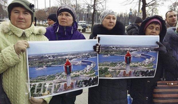 Митингующие в Запорожье требуют признать Россию агрессором (фото)