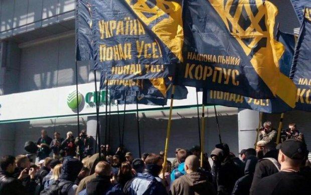 Нацкорпус і київські копи влаштували дикий бойовик з перестрілкою: відео