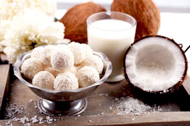"""Таке """"рафаелло"""" приготують навіть діти: кокосові сніжки замінять справжні та подарують смакову насолоду"""